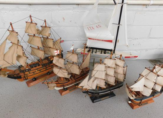 5 x vintage model wooden sailing boats, HMS Victory, Cutty Sark etc... - small damage to Luna Rossa white sails