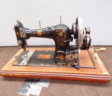 Vintage Federation hand winding sewing machine