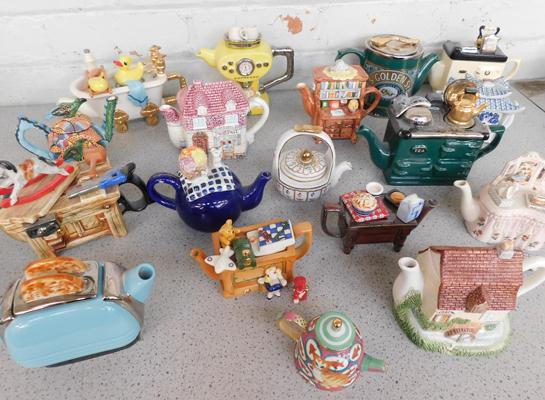 Collection of ceramic teapots, incl. Royal Ashmore & The Tea Pottery - mostly undamaged, two need glue