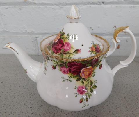Royal Albert Old Country Roses teapot, damaged finial