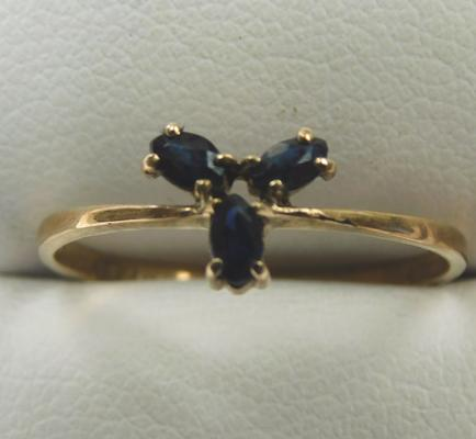 9ct gold sapphire trilogy ring, size P