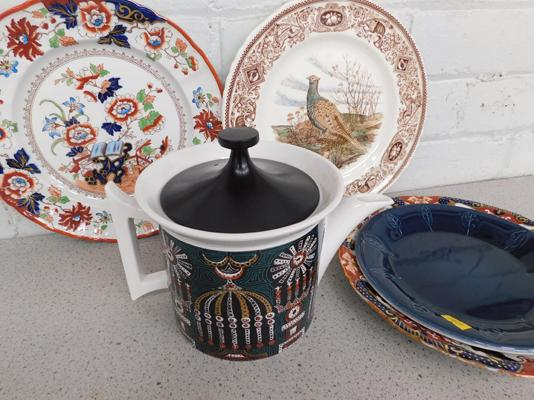 Port Merrion tea-pot and plate and 3 Masons plates