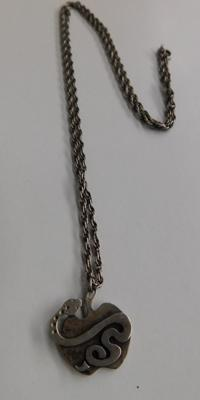 Silver hallmarked serpent pendant & chain (approx. 26 inches)
