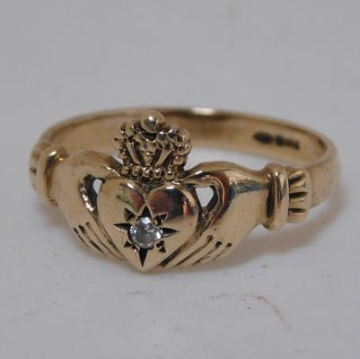 9ct gold Claddagh & crown white stone ring, size M 1/2