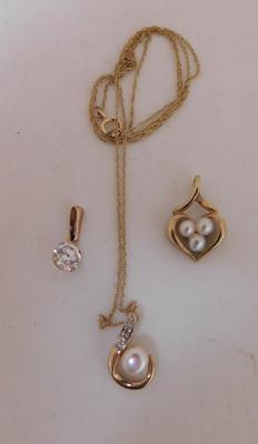 9ct gold chain with 2 x 9ct gold pendants + 9ct gold white stone pendant