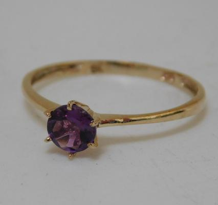 9ct gold amethyst solitaire, size O 1/2