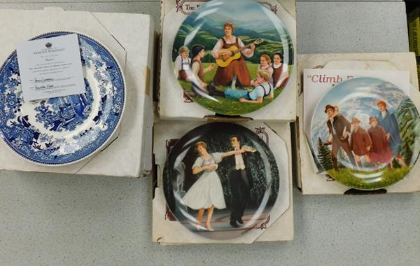 Large collection of boxed collectable plates, incl. Knowles Sound of Music & Limoges