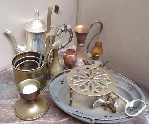 Assortment of brass and copper items including set of graduating milk pans