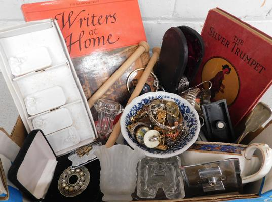 Collection of vintage items incl. 1940s porcelain place cards, watches, jewellery & scrap silver