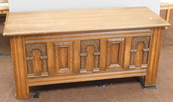 Old charm style oak bedding box