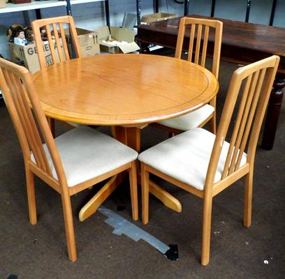 Extending circular table & four chairs