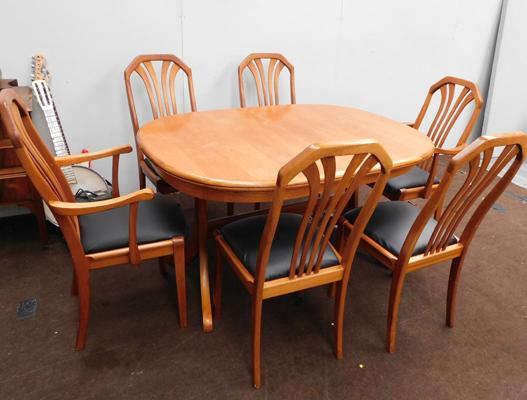 Sutcliffes Furniture extending table & 6 chairs