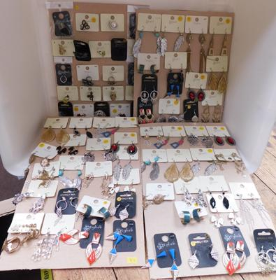 Large mix of costume jewellery