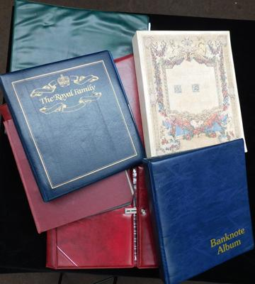 Large box of stamp albums incl. Stanley Gibbons official folders