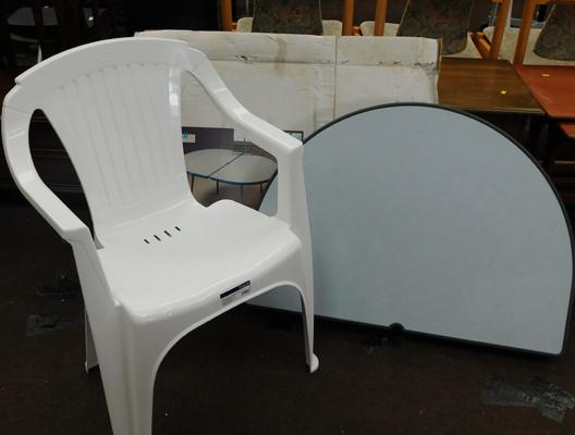 Hawaii boxed camping table with plastic chair