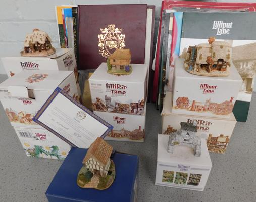Large collection of  Lilliput Lane boxed figurines, incl. certificates + relevant literature/books etc..., good condition