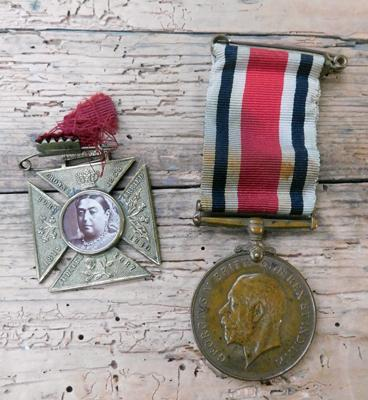 WW1 Queen Victoria commemorative brass cross & WW1 special constabulary long service medal, inscribed to John H. Davidson