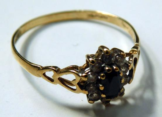 9ct gold cluster ring, size S