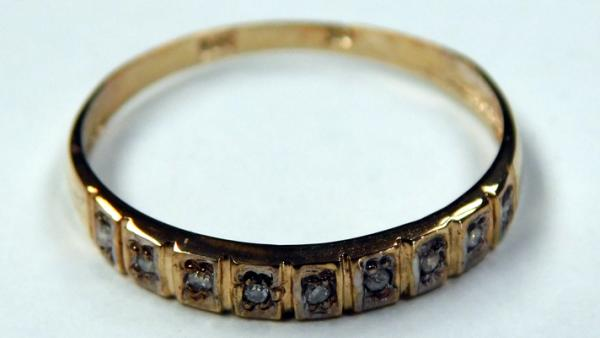 9ct gold and diamond half eternity ring - size O 3/4