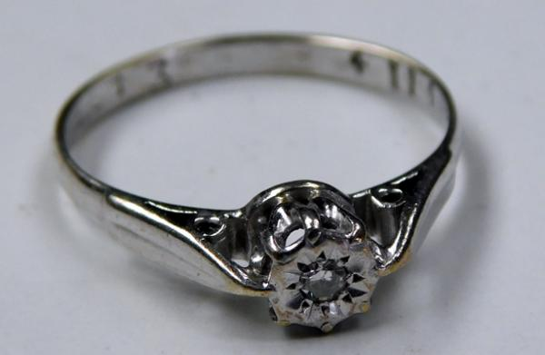 9ct white gold diamond solitaire ring - size L 1/2