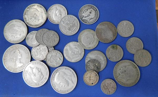 Assortment of collectable coins incl. sixpences, florins, shillings, half shillings etc.