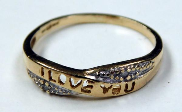 9ct gold diamond I Love You ring - size M 1/2