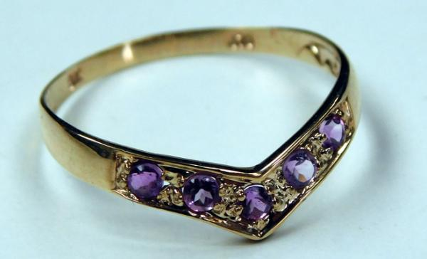 9ct gold amethyst wishbone ring - size P