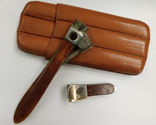 Leather cigar case + two cigar cutters