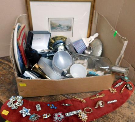 Box of vintage collectables - boxed Sekonda watch, silver plate ship in bottle + 20 vintage brooches
