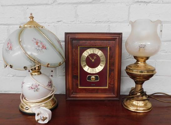 2x Brass table lamps & wall clock