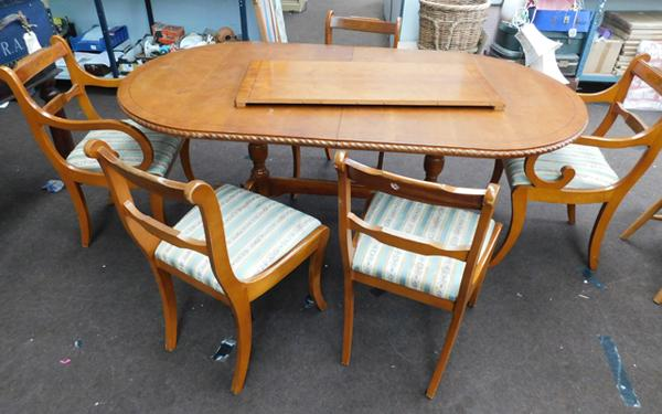 Large oval extending dining table and 5x chairs