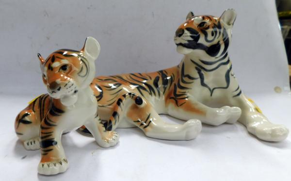Large USSR tiger & cub - no damage found, approx. 11 inches wide