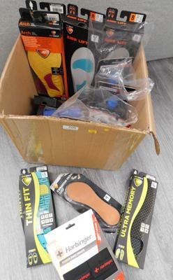 Box of sports goods incl. drink bottles, supports etc.