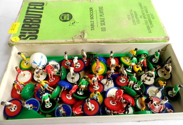 Vintage Subbuteo figures, light and heavy weights