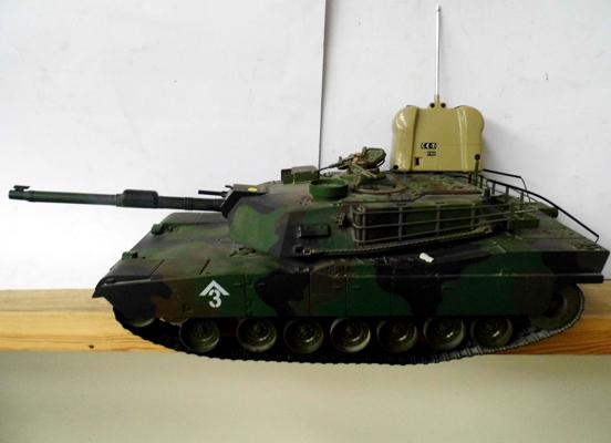 Remote controlled large scale tank no 144474 with controller 20x9""