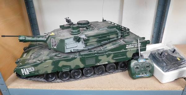 Hen6 no 3088 oversized remote control tank 26x12 complete with Acoms A.P - 227 mk 2 radio control set