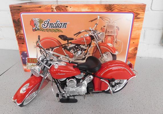 Guiloy Indian motorcycle (1-6 scale) with box