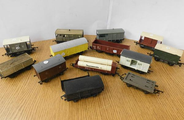 Selection of 12, 00 gauge wagons, various makes
