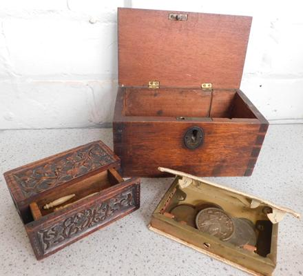 Assortment of vintage storage boxes incl. Building Society metal case with coins