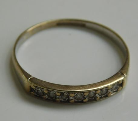 9ct gold eternity ring, size P