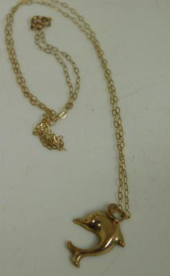 9ct Gold dolphin pendant on 9ct chain