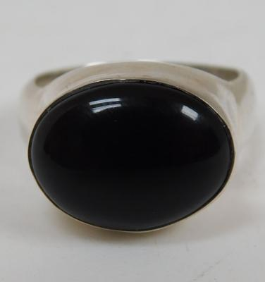 Heavy silver & black onyx ring size P 1/2