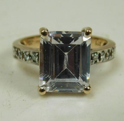 9ct Gold emerald cut white stone ring size N