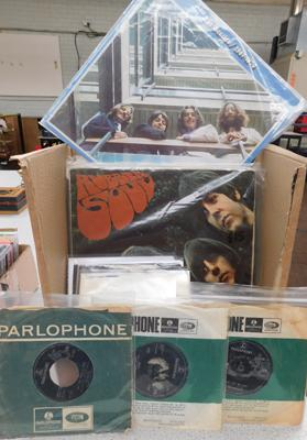 Collection of Beatles, Lennon & McCartney LPs & 7 inch singles