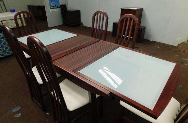 Rectangular extendable dining table with two frosted glass panels & 6 chairs
