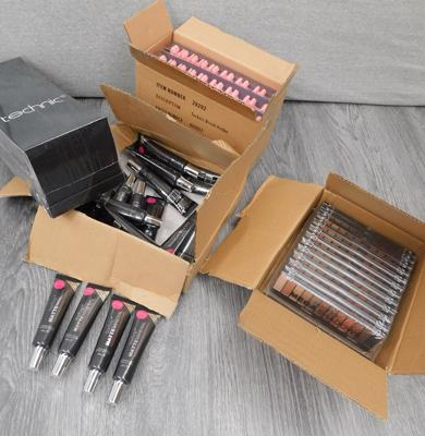 4 x boxes of new Technic make-up, incl. eye shadow, Pro-Finish foundation & brush holders