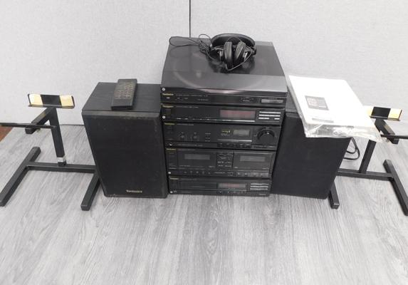 Technics separates & speakers with stands, turnyble SL-J90, tuner ST - X930L, amp SU-X920, double cassette & CD player SL-PJ25
