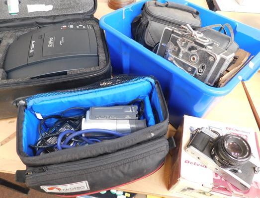 Collection of photographic items inc cameras, camcorder & projector etc