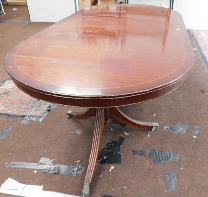 Inlaid extending table with middle section
