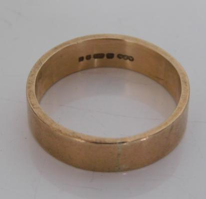 375 gents band ring, weight approx 5.0g